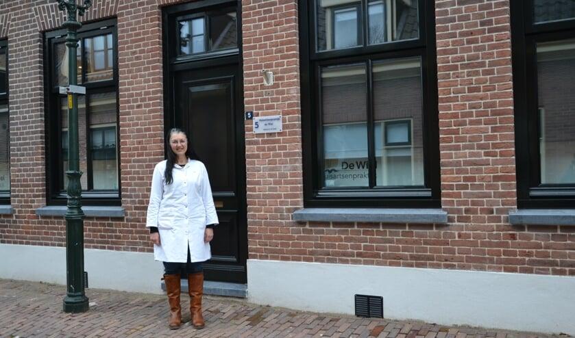 <p>&bull; Christina Noppe opende in december huisartsenpraktijk De Wiel in Heukelum.</p>