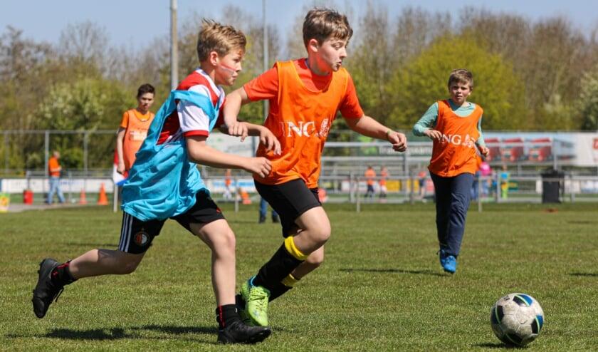 <p>• Verkleedvoetbal in Groot-Ammers.</p>
