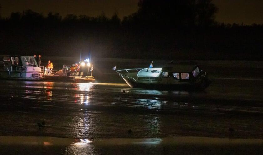 <p>• Kajuitbootje loopt vast op de Noorderklip.</p>