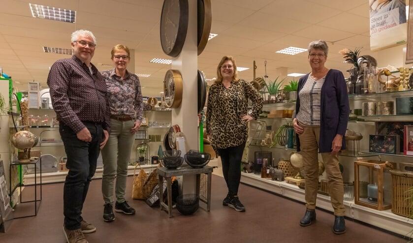 <p>Herman en Rijna Kortlever samen met hun personeelsleden Liesbeth van Tilburg en Hillie van Breugel.</p>