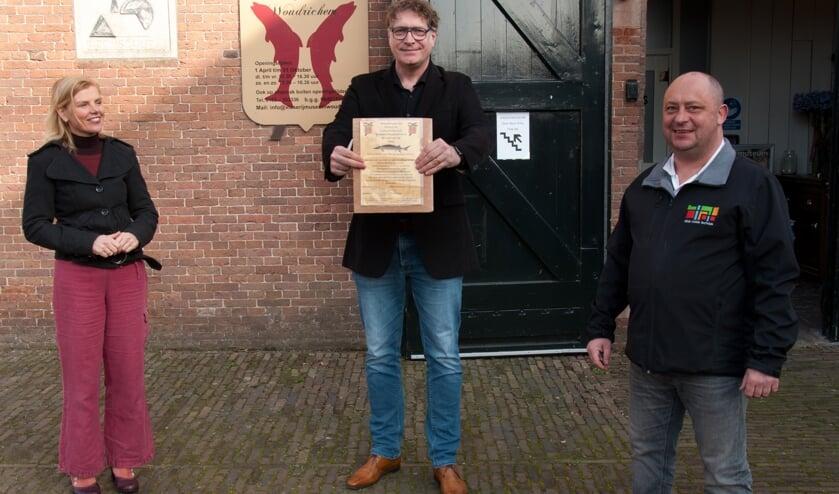 <p>Arend Groeneveld (rechts) is de eerste &#39;vriend&#39; van het museum.</p>