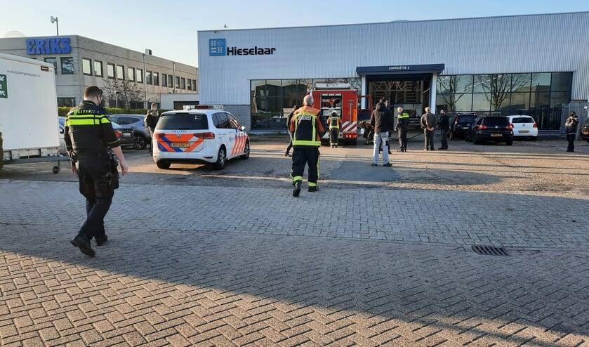 • Brandweer en politie zijn ter plaatse.