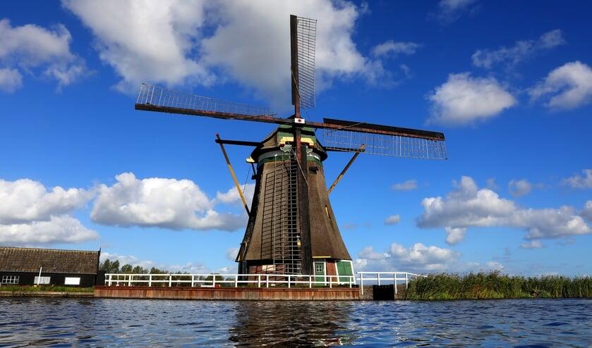 <p>&bull; E&eacute;n van de molens langs de Molenkade in Groot-Ammers.</p>
