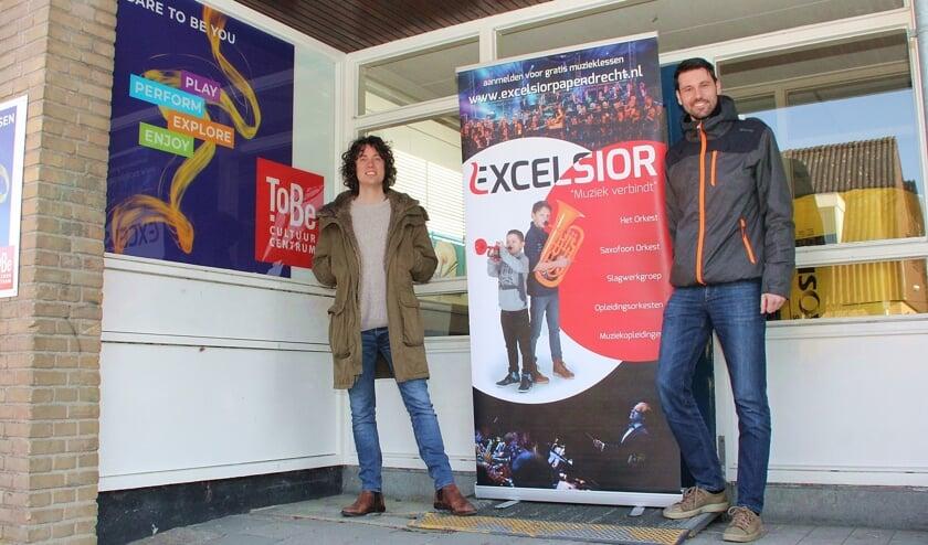 • Sjoerd van Lee van ToBe (links) en Rutger Tromp van muziekvereniging Excelsior.