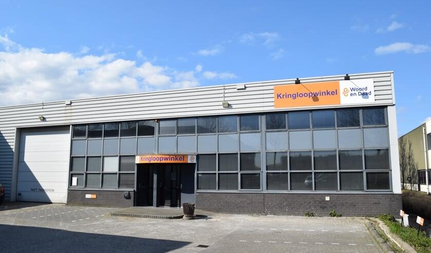 • Het onderkomen van de nieuwe kringloopwinkel van Woord en Daad in Alblasserdam.