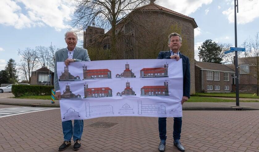 <p>Jaap Smits en Henri van der Meijden met hun bouwplanen voor de kerk.</p>