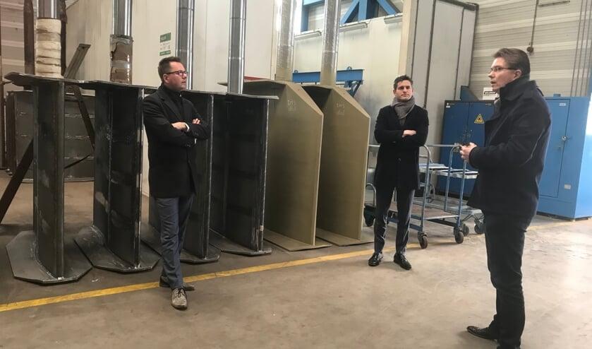 Matthijs van Oosten, Tom Berendsen en Marco de Waal met op de achtergrond de groene roeren van De Waal Machinefabriek.