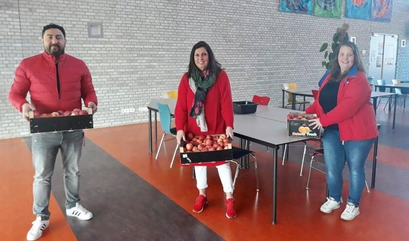 • Kemal Koyuncu en Christel van 't Pad van de PvdA Vijfheerenlanden, samen met de Dorien Steenbeek van De Joost in Leerdam.