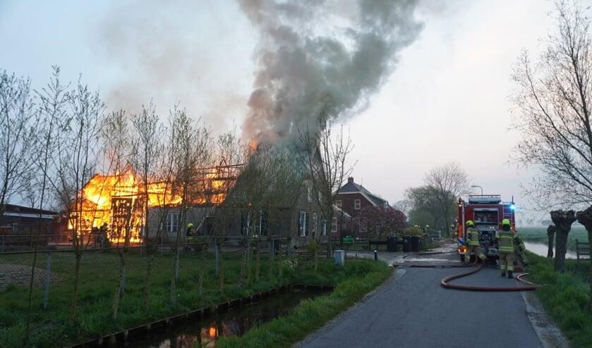 <p>&bull; Uitslaande brand in een woonboerderij aan de Brandwijksedijk in Brandwijk.</p>