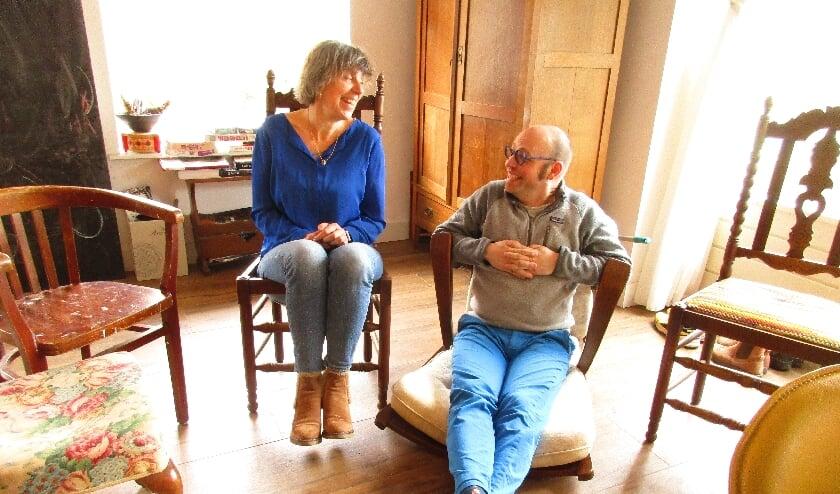 • Tjoerd Zweije en Mirjam Gosselink experimenteren in Zweije's woonkeuken met het decor.