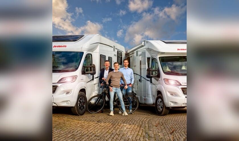 <p>Huib, Jordi en Mike Elshout zorgen ervoor dat iedereen onbezorgd op vakantie kan met de camper.</p>