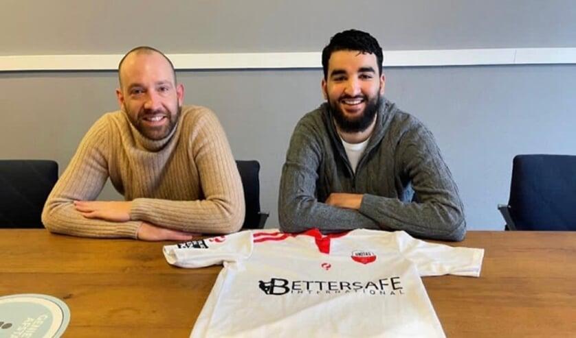 <p>• Othman Bouchaten (r) met TC-lid Joost Verberk.</p>