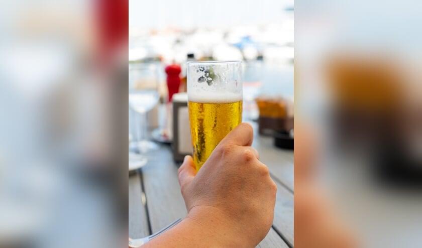 • Biertje drinken op het terras.