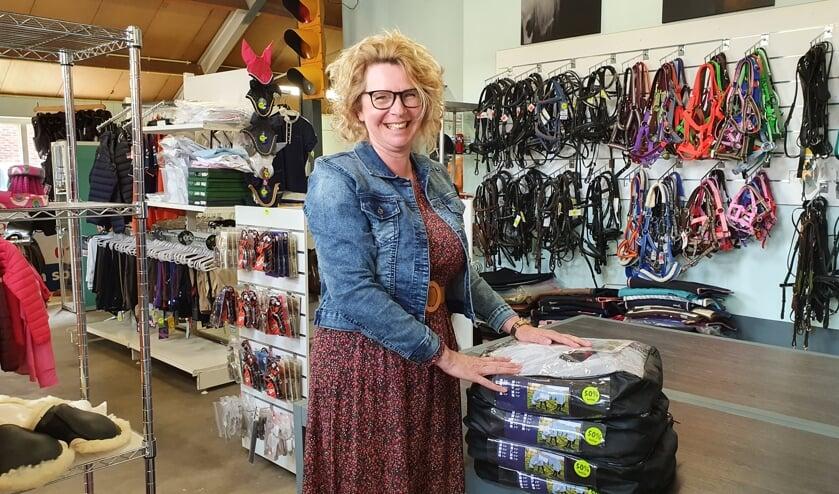 <p>• Annelies Stoppelenburg in haar Ruitersport Outlet-store.</p>