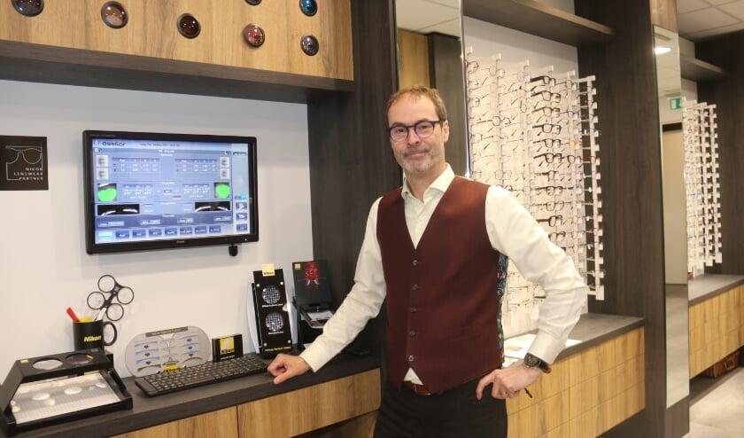 <p>&bull; Patrick Engelen demonstreert de Waverfront Analyzer.&nbsp;</p>