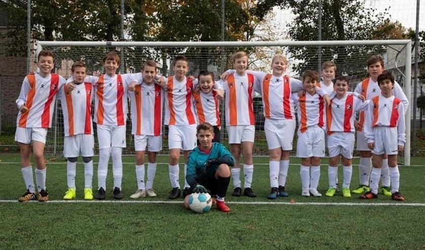 <p>&bull; Het huidige combinatie-elftal JO13-2 van Alblasserdam en De Zwerver.</p>