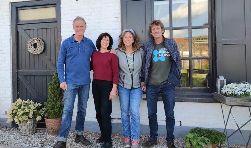 <p>• Krijn Donk, Cora Donk, Marja Verschoor en Jan Verschoor (v.l.n.r.). Op de foto ontbreekt bestuurslid Martin de Haas.</p>