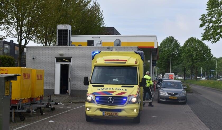 <p>&bull; Bij het tankstation aan de Veerweg arriveerde een ambulance.</p>
