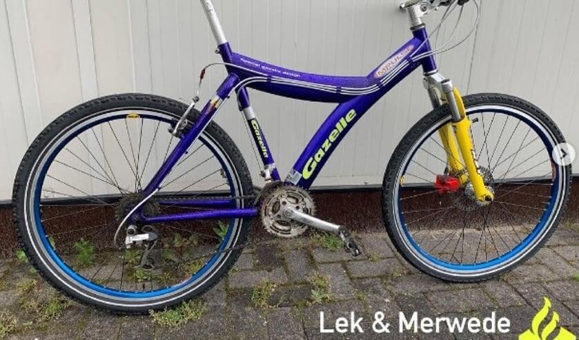 <p>• Eén van de twee gevonden fietsen.</p>