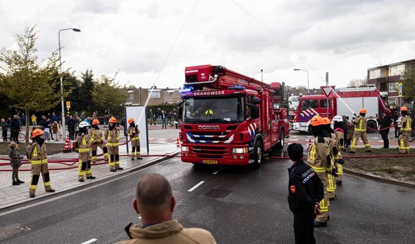 • Aankomst op de Willem Dreeslaan met de jeugdbrandweerleden.