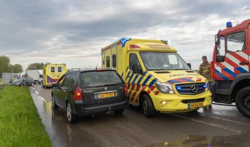 <p>• Bij de twee botsingen raakten drie mensen gewond.</p>
