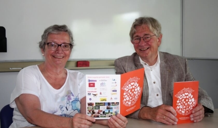 <p>Trudy Schimmel en Kees Duijvelaar zijn twee van de zes organisatoren die met veel vrijwilligers het Zomerfestijn+ realiseren. Foto: L. Verwegen)</p>