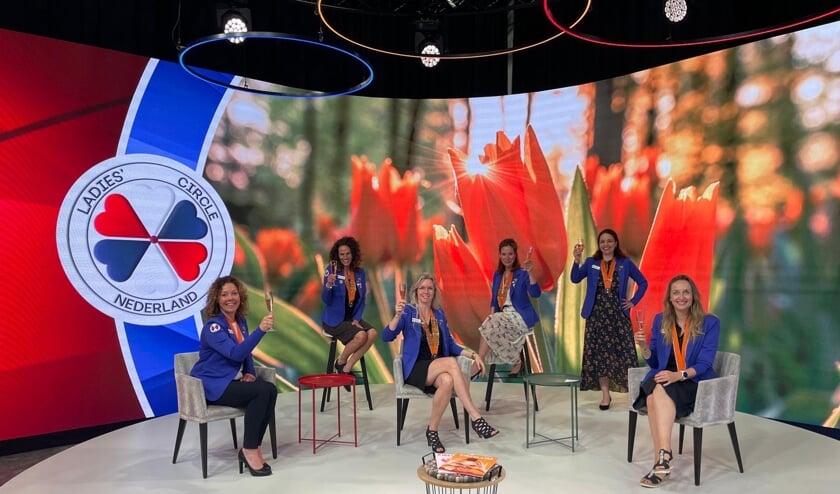 <p>&bull; Het hoofdbestuur van Ladies&#39; Circle Nederland, met Anita Groen zittend in het midden.</p>