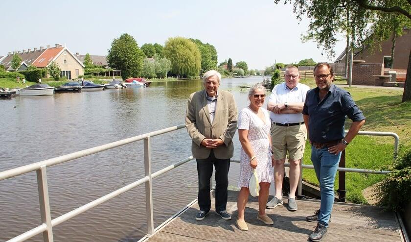 • De Gondelvaartorganisatie, met v.l.n.r. Arie den Boer, Wanda Boeije, Jan van Steenis en Ap Kremer.