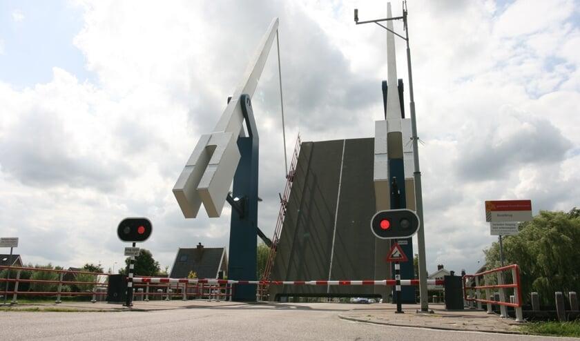 • De Bazelbrug tussen Hoogblokland en Meerkerk.