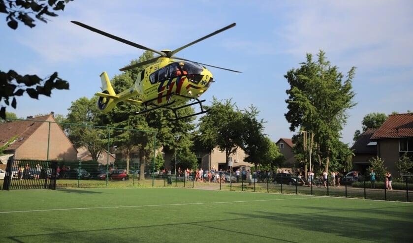 • Een traumahelikopter landde op een sportveld in de buurt van waar het steekincident heeft plaatsgevonden.