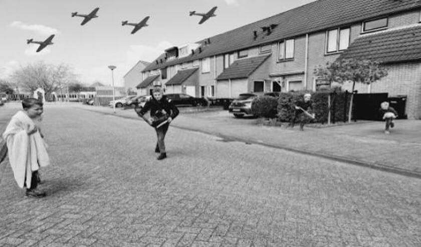 • Een foto van het bombardement op Rotterdam is nagemaakt door Jelle, Stijn en Tim, Tycho en Paul.