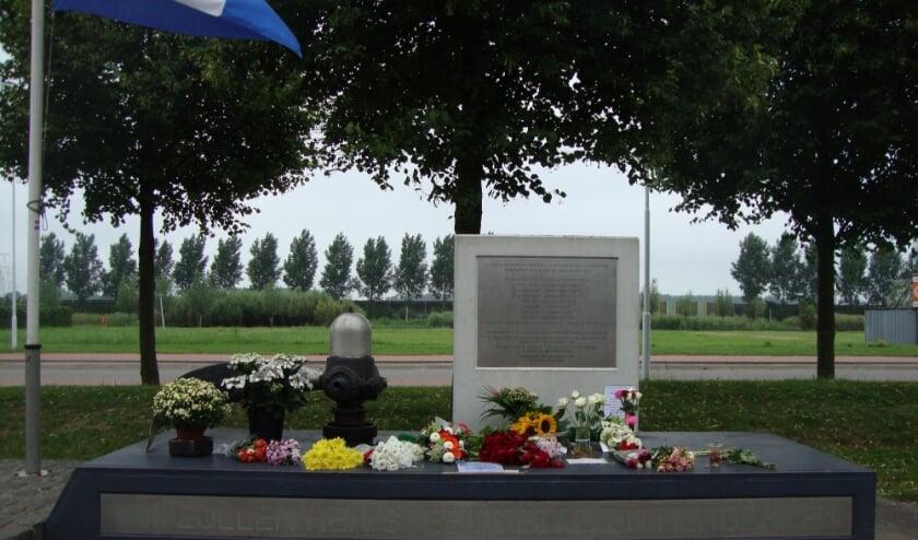 • Het Lancaster monument in de Oostpolder.