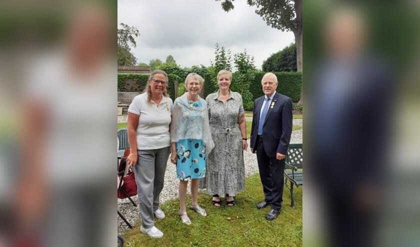 <p>&bull; Vier van de negen jubilarissen: Jaqueline Klompmaker, Sandra de Kruijf, Paola Oosterlaken en Koos van der Pauw.&nbsp;</p>