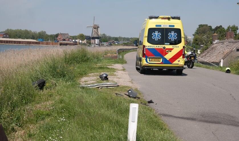 <p>&bull; De motor belandde in het gras naast het wegdek van de IJsseldijk.&nbsp;</p>