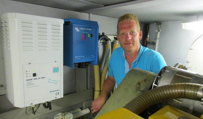 <p>Jan Huibers in de machinekamer van &lsquo;superjacht in zakformaat&#39; de Royal (Pacific Allure 155).</p>