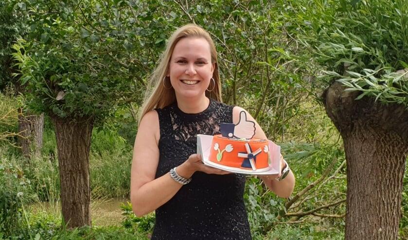 • Marleen Marcus uit Schelluinen met de Mooi Molenlanden Taart.