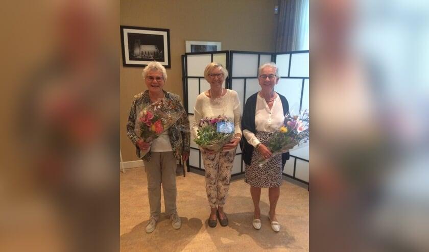 • De jubilarissen, met v.l.n.r. Ali Verhoef, Ria de Groot en Jannie Hijkoop.