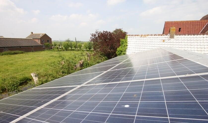 <p>• De zonnepanelen op het dak van de schuur van Jaap Graveland.</p>