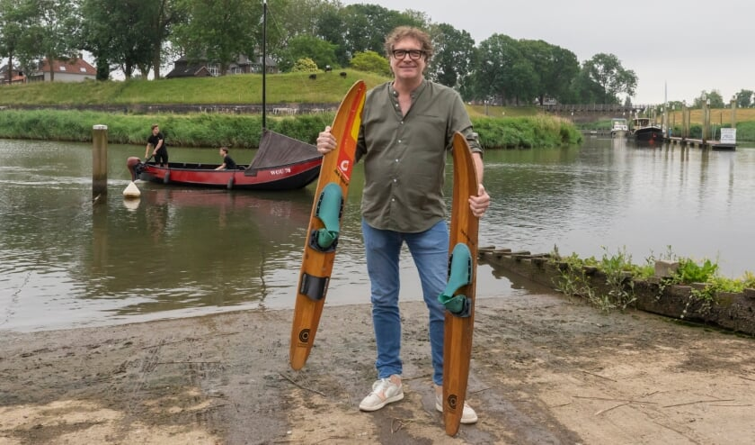 <p>Arjens van Gammeren gaat op waterski&#39;s achter een zalmschouw, als de teller 7500 euro aantikt.</p>
