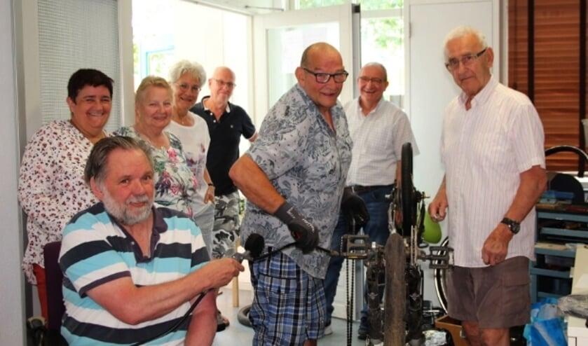 <p>De vrijwilligers van het Repaircaf staan elke dinsdagmiddag paraat aan de Heemradenlaan 36.</p>