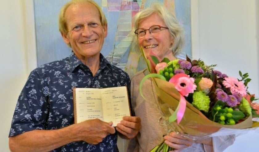 <p>Het gouden huwelijkspaar Sebas de Haas en Frieda de Haas-Camu waren in Het Huis van Montfoort te gast bij burgemeester Petra van Hartskamp. &nbsp; Foto: Paul van den Dungen</p>