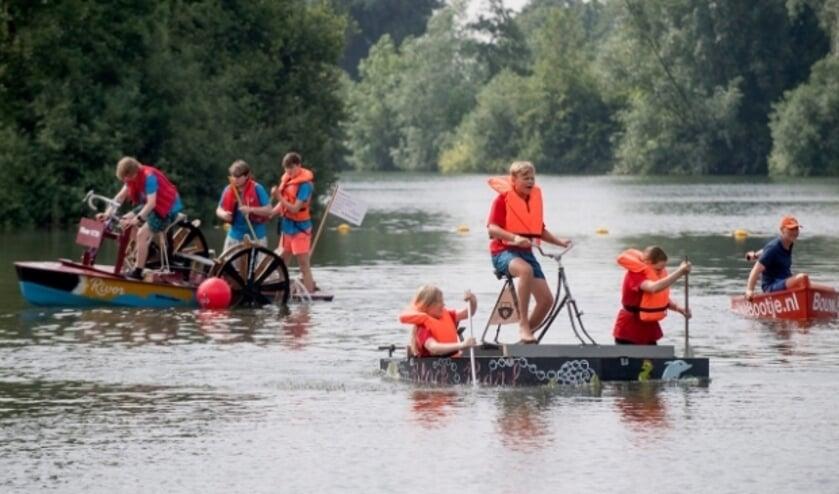 <p>Battle of the Boats - een te gekke samenwerking tussen jongeren en bedrijven inclusief een vaarwedstrijd met zelfgebouwde boten - is een van de initiatieven van HUB Rivierenland</p>