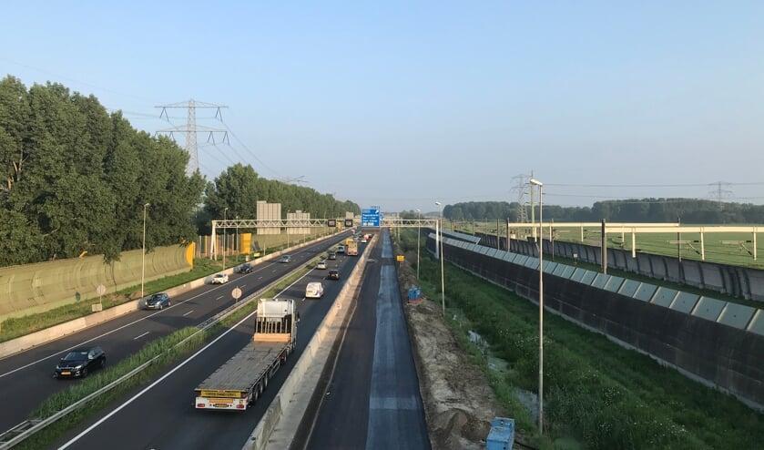 <p>&bull; Er zijn wegens de verbreding van de A15 drie weekendafsluitingen nodig.</p>