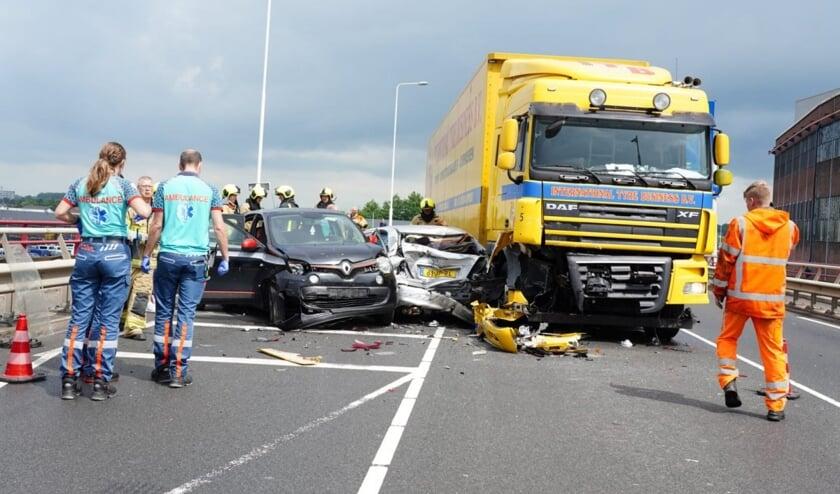 <p>&bull; Beide slachtoffers van het ongeval zijn naar het ziekenhuis gebracht.</p>