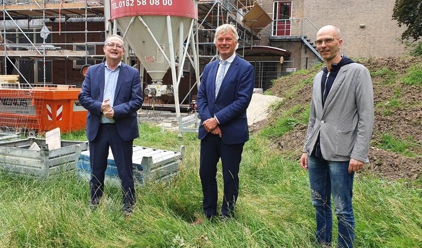 • Oud-wethouder Arjan Neeleman, huidig wethouder Wubbo Tempel en directeur Barry Simons van basisschool Rudolf Steiner.