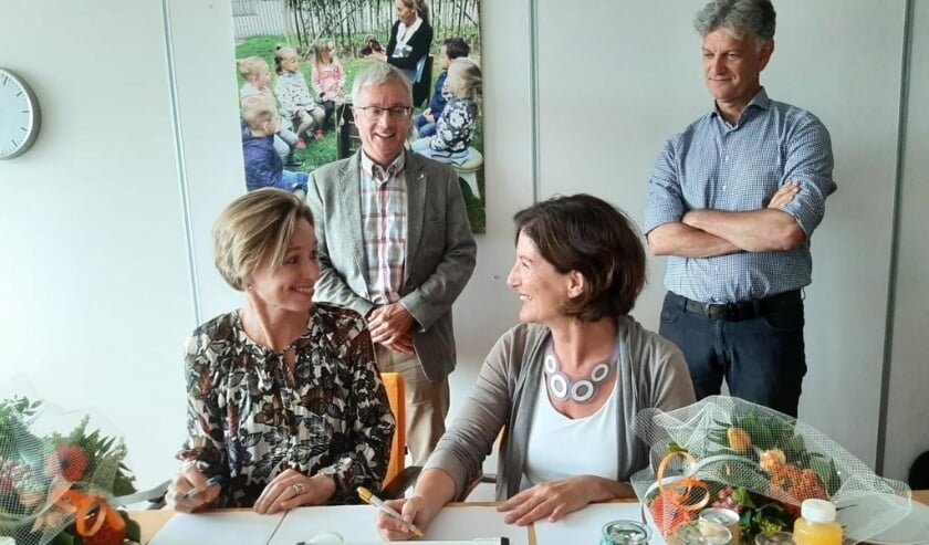 <p>V.l.n.r. Yvonne Schubad (SKCN), Henk van 't Pad (rvt SKCN), Mieke van der Linden (SKV), Edouard Buning (rvt SKV).</p>