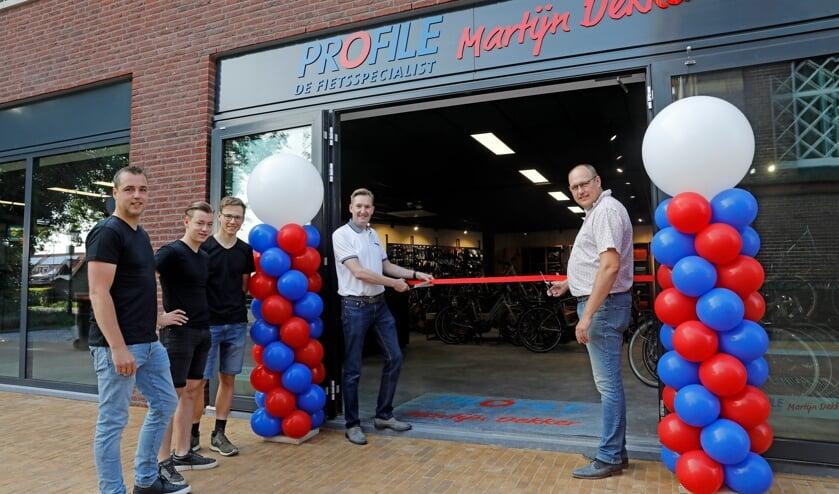 <p>&bull; Herman van Muilwijk en Harm van Dijk verrichten de openingshandeling.</p>