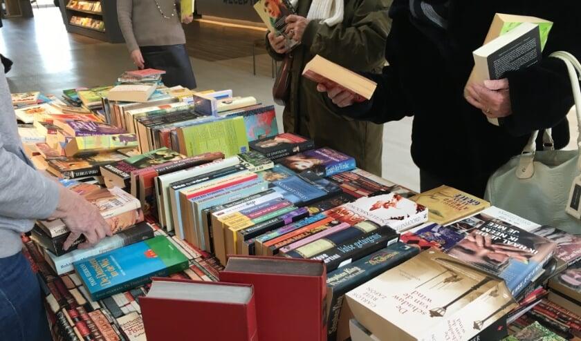 <p>• In de bibliotheek van Krimpen aan den IJssel is een boekenruilbeurs.</p>
