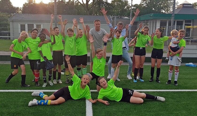 De Rank, groep 8A, winnaars van het schoolvoetbal 2021