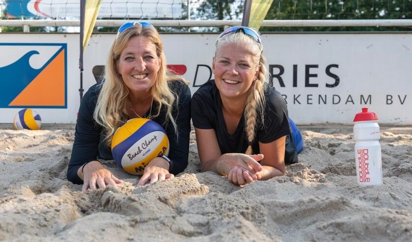 <p>Ra&iuml;sa Schoon met haar moeder Debora Schoon-Kadijk.</p>